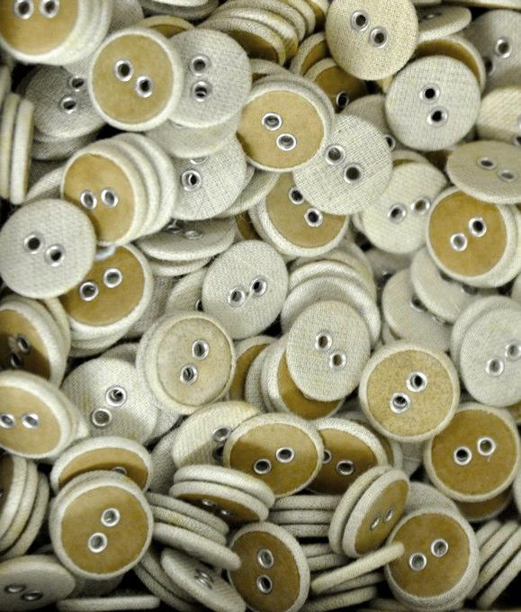 merz b. schwanen buttons